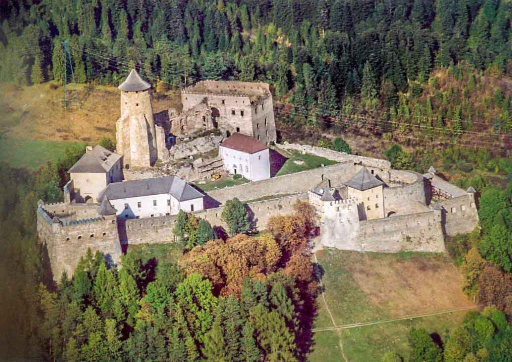 Lubovniansky castle, Slovakia, Author: Civertan - Wikimedia + postprocess VP